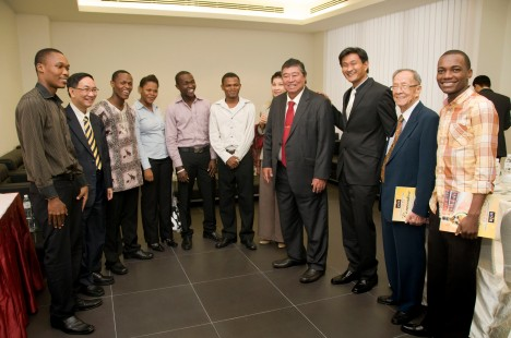 Gabriel, students and Tun Ling at UTAR Convo